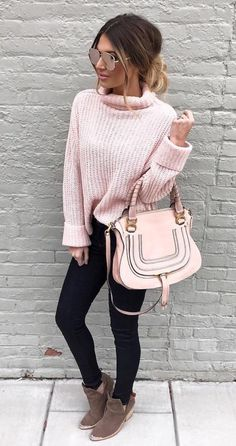 Trending Street Style: Outfit Ideas That Just Might Work Trending Street Style: Outfit Ideas That Just Might Work Cute Winter Outfits, Casual Fall Outfits, Cute Outfits, Casual Wear, Pink Sweater Outfit, Pull Rose, Look 2017, Pink Outfits, Winter Looks