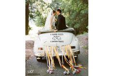 Porque poner el coche de los novios bien guapo para el gran día no es solo cuestión de flores. Nuestros vinilos quedan bien chulos y son tan fáciles de poner como de quitar. Wedding Car, Ser Feliz, Vinyls, Boyfriends, Wedding, Flowers