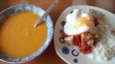 Crema de vegetales (zanahoria y auyama). Papa con concha cocida,  guisado de tomate y ajo y un huevo cocido con arroz.
