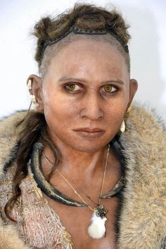 Magdalenian Pataud woman - years old. Her bones were found in a rock shelter in France's southwestern Dordogne region. Stunning reconstruction by Elisabeth Daynes. Forensic Facial Reconstruction, Religions Du Monde, Historia Universal, Health World, Human Evolution, Anthropologie, Stone Age, Ancient Civilizations, Ancient History
