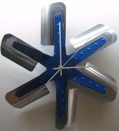 Aluminum flex fan clock