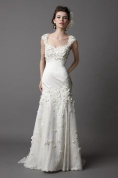 A-Line Sexy V-Neck Straps with Lace Appliques Zipper Sweep Train Organza Wedding Dres