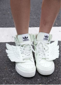 Jeremy Scott for Adidas white wing sneakers - Adidas White Sneakers - Latest and fashionable shoes - Jeremy Scott for Adidas white wing sneakers Jeremy Scott, Nike Running Shoes Women, Nike Women, Adidas Superstar, Costume Ange, Toddler Sneakers Girl, Toddler Shoes, Toddler Girls, Infant Toddler