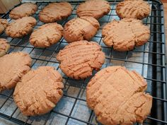 Cooled Peanut butter cookies Peanut Butter Cookies, No Bake Cookies, Tasty, Yummy Food, Baking Sheet, Goodies, Vegetarian, Desserts, Sweet Like Candy