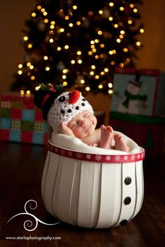 Frosty the Littlest Snowman  Photo by Starla Photography http://www.starlaphotography.com/    Handmade props by My Simply Sweet Little Boutique www.facebook.com/MSSLB