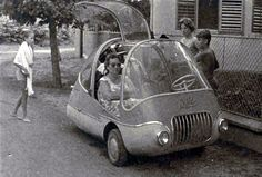 "Pajtás (""Buddy""), Another Hungarian microcar which featured gulling doors and was featured in Popular Mechanics Microcar, Strange Cars, Engin, Small Cars, Car Humor, Car Car, Concept Cars, Cars Motorcycles, Vintage Cars"
