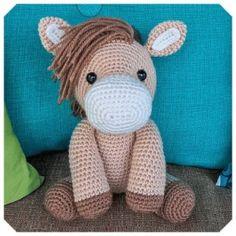 Gratis haakpatronen van Jess Huff | Een Mooi Gebaar Crochet Pony, Poney Crochet, Crochet Horse, Cute Crochet, Crochet Crafts, Crochet Dolls, Crochet Projects, Crochet Amigurumi Free Patterns, Crochet Animal Patterns