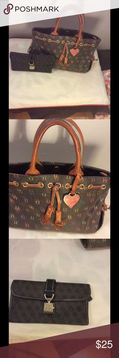 Dooney & Bourke Plaid Purse Handbag and Wallet Dooney & Bourke Plaid Purse Handbag and Wallet as a Bundle Dooney & Bourke Bags