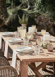 >>Toskana Traum<< Tafeln wie auf einem italienischen Landgut. Klassisches weißes Porzellan, Trinkkelche und Silberbesteck in traditionellem Design sorgen für einen zusätzlichen Toskana-Flair. // Interior Design Wohn Ideen Impressionen Geschirr Set Teller Besteck Mediterran Silberbesteck Tische Dekoration