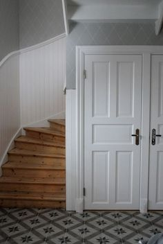 Uppdatering från hallen Gallery Wall Staircase, Stair Layout, Vintage House, House, Doors And Floors, Home, Swedish Interiors, House Stairs, House Inspo