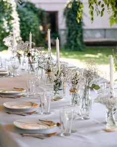 Rustic table inspiration #gypsophila #rustic #rustictable #tableinspiration #rustictabledecor #tabledecor #minimalism #baptism #babybaptism #gardenparty