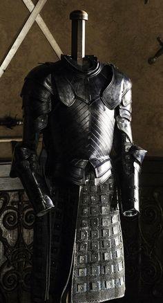 Game of Thrones RakFocus — A closer look at Brienne's (wicked) black armor Armadura Medieval, Armor Clothing, Medieval Clothing, Suit Of Armor, Body Armor, Armor Games, Black Armor, Costume Armour, Leather Armor