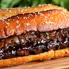 Giant BBQ Rib Sandwich To Feed A Crowd An entire slab of bbq ribs in a sandwich! Giant BBQ Rib Sandwich (To Feed A Crowd) Servings: Rib Recipes, Cooking Recipes, Potato Recipes, Pasta Recipes, Costillitas Bbq, Barbecue Sauce, Rib Sandwich, My Burger, Burgers