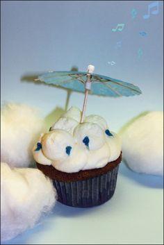 Singing in the rain Cupcakes mit Heidelbeeren und Sahne | Rezepte rund ums Backen von Muffins, Cupcakes, Kuchen &Co. auf nachtbacken.wordpress.com