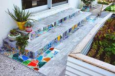 Mosaic tiles diy - 33 excellent diy mosaic ideas to make for your garden – Mosaic tiles diy Succulent Wall Planter, Mosaic Planters, Mosaic Vase, Mosaic Garden, Mosaic Tiles, Mosaic Backsplash, Mirror Mosaic, Diy Tuiles, Mosaic Stairs