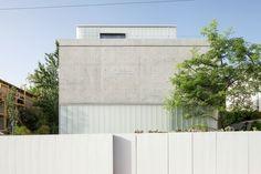 Galeria de Um Corte Concreto / Pitsou Kedem Architects - 53
