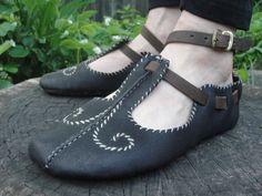 """var fodr = []; fodr[0] = """"*""""; oxfordsinternal stitchdown victorian bootst strap vik irish turn shoes with triskels>MORE"""