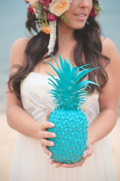 A colorful and tropical beach bridal session inspiration shoot in Hawaii by Bit of Ivory Photography. Summer Wedding, Dream Wedding, Wedding Stuff, Cute Wedding Ideas, Wedding Inspiration, Bright Wedding Colors, Always A Bridesmaid, Alternative Bouquet, Bridal Session