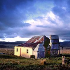 ❤ everything about Victorian high country huts Australia House, Australia Country, Australian Farm, Old Cottage, Australian Architecture, Queenslander, Old Farm Houses, Victoria Australia, Old Buildings
