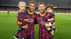 Messi y Neymar con sus hijos