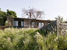 architecture-brio-the-riparian-house-karjat-mumbai-india-designboom-02