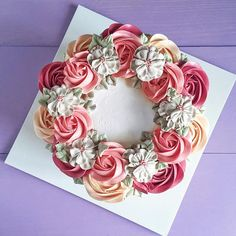 Floral Friday's with our earl grey raspberry cake in a handpiped 2D floral wreath decor  TGIF!