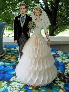 vintage honey comb wedding cake topper - bride and groom - awesome