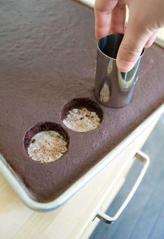 chocolate-mousse-cake-cut-rounds