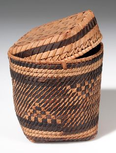 Africa | Basket with lid from Cameroon | Plant fiber | ca. 1946