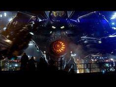 """Trailer """"Pacific Rim"""" espectacular, sobre esta película tengo demasiada expectativa, espero que no sea solo luces de colores, robots gigantes y lagartos sobre alimentados y que la historia sea tan buena como lo están siendo los trailers y afiches.    Que lo indicado por Gulillermo del Toro de """"porno robótico obsceno, acción de robot sobre kaijus"""" se cumpla."""