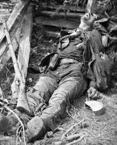 Résultat d'images associées Spanish War, Vietnam War Photos, Historical Pictures, Ww2, World War, Sick, Horror, Military, Madrid