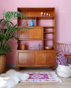 91 Magazine selects 15 excellent online vintage stores Vintage Stores, Slow Living, Guest Bedrooms, Scandinavian Interior, Mid Century Furniture, Sustainable Living, Hanging Chair, Vintage Furniture, Home Accessories
