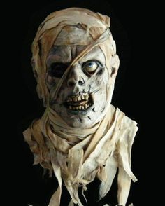 Halloween creepy mummy Tuttanchamun