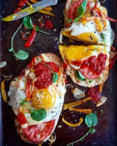17 Fried Egg Recipes That Are Anything But Boring: Fried Egg and Harissa Toast Healthy Breakfast Recipes, Brunch Recipes, Healthy Recipes, Breakfast Buffet, Brunch Ideas, Breakfast Ideas, Easy Recipes, Dinner Ideas, Healthy Food