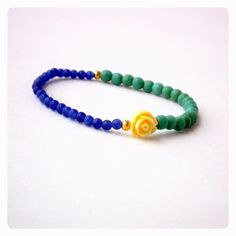 Women's bracelet with color stones, gold plated beads and flower stone.