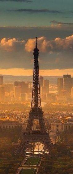 A grim and foggy Eiffel Tower in Paris, France /// #travel #wanderlust