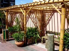 Pergolado com bambu.                                                                                                                                                     Mais