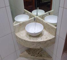 190 – Banheiro com bancada em Mármore Bege Bahia (Travertino) Rustic Sink, Corner Bathroom Vanity, Washbasin Design, Bathrooms Remodel, Rustic Remodel, Bathroom Design Small, Tiny House Bathroom, Half Bathroom Remodel, Small Bathroom Decor