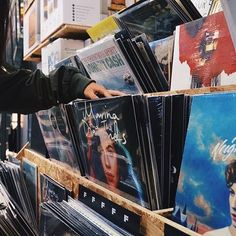 What are some of your favorite vinyl finds? : @snappykellie #UOMusic #ForTheRecord