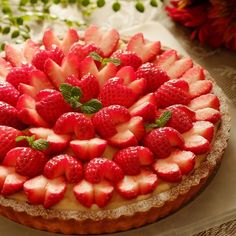 Pin on yum:) Pin on yum:) Tart Recipes, Raw Food Recipes, Sweet Recipes, Mini Desserts, Delicious Desserts, Yummy Food, Fruit Tart, Dessert Decoration, Strawberry Cakes
