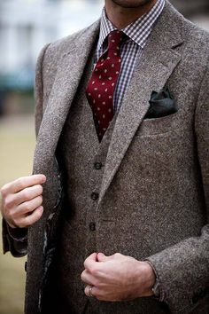 Fall / Winter - formal wear - office wear - work outfit - brown tweed three piece jacket + burgundy pattern tie + green silk pocket square + brown and white gingham shirt