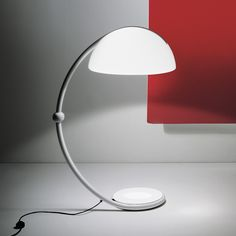 Lighting by Martinelli Luce available at Archisesto. SERPENTE Standing lamp diffused light, swivelling upper arm, metal lacquered structure in white colour. Light My Fire, Light Up, Lamp Design, Lighting Design, Hallway Lighting, Structure Metal, Modern Floor Lamps, Diffused Light, Desk Lamp