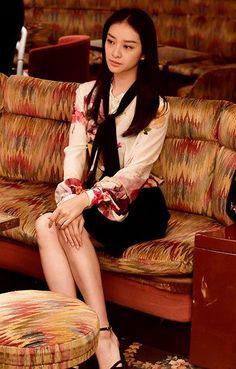 テレ朝POST » 強気ファッション炸裂!元子(武井咲)、黒を纏って男性上司打ち負かす【黒革の手帖】 Japan Woman, Japan Girl, Emi Takei, Business Fashion, Fashion Pants, Asian Beauty, Hippy, Feminine, Actresses