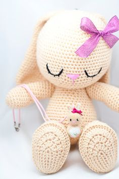 Mesmerizing Crochet an Amigurumi Rabbit Ideas. Lovely Crochet an Amigurumi Rabbit Ideas. Easter Crochet, Crochet Bunny, Cute Crochet, Crochet For Kids, Crochet Crafts, Yarn Crafts, Crochet Animals, Crochet Amigurumi, Amigurumi Patterns