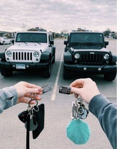 New future cars goals jeep wranglers 43 Ideas Cute Friend Pictures, Best Friend Pictures, My Dream Car, Dream Cars, Cute Car Accessories, Car Interior Accessories, Jeep Cars, Jeep Jeep, Jeep Truck