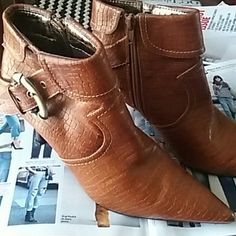 Vintage booties! Re posh True color in pics  Never worn by me. They are vintage, previous  owner mentioned she didn't wear them much as u can see on pic 4 not much wear on the bottom. Toe part is in mint condition, no scuffs there. They are true to size 5.5 but can fit a 6. I wear both sz's and they fit fine.   Pics show flaws, please look.  Can't find these anywhere! La Tianna Shoes Ankle Boots & Booties