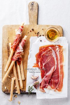 Charcuterie Recipes, Charcuterie And Cheese Board, Antipasto, Food Photography Styling, Food Styling, Tapas, Food Graphic Design, Pork Meat, Appetizers For Party