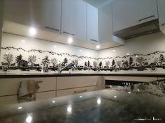Glasrückwand mit Scherenschnitt-Muster Eigens für AMM Künzli Thun angefertigt.  Scherenschnitt Saanenland schwarz-weiss-. Der Scherenschnitt ist in jeder gewünschten Grösse erhältlich. Design, Glass Building, Papercutting, Monochrome, Patterns