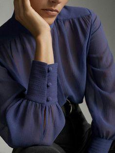 Kurti Sleeves Design, Sleeves Designs For Dresses, Kurti Neck Designs, Kurta Designs Women, Sleeve Designs, Blouse Designs, Pakistani Dresses Casual, Indian Fashion Dresses, Pakistani Dress Design