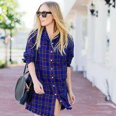 Wenn es um das Thema Anti-Aging geht, denken die meisten Frauen direkt an Hautpflege und Beauty-Treatments. Doch auch die richtige Farbe unserer Klamotten schummelt uns ein paar Jahre jünger.